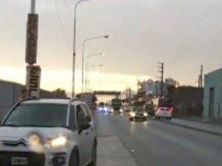 laferrere: una mujer cayo de un auto y murio atropellada por un camion