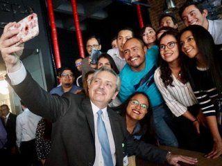 alberto fernandez visito las oficinas en mexico del administrador del grupo de whatsapp de empresarios macristas