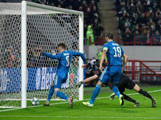 tiemblan los famosos: aaron ramsey marco un gol