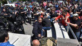 Paro nacional docente en repudio a la represión en Chubut: detuvieron a un profesor
