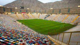 Choque de barras en Lima a dos semanas de la final de la Copa: dos muertos