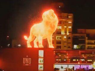 la plata: un leon de fuego camino sobre el nuevo estadio de estudiantes