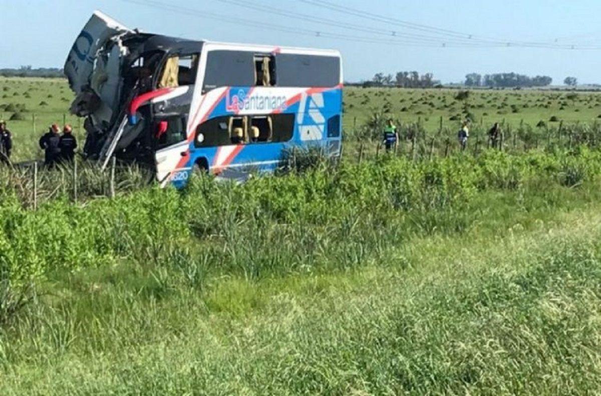 Gualeguaychú: al menos cuatro muertos por el choque de un micro con un camión
