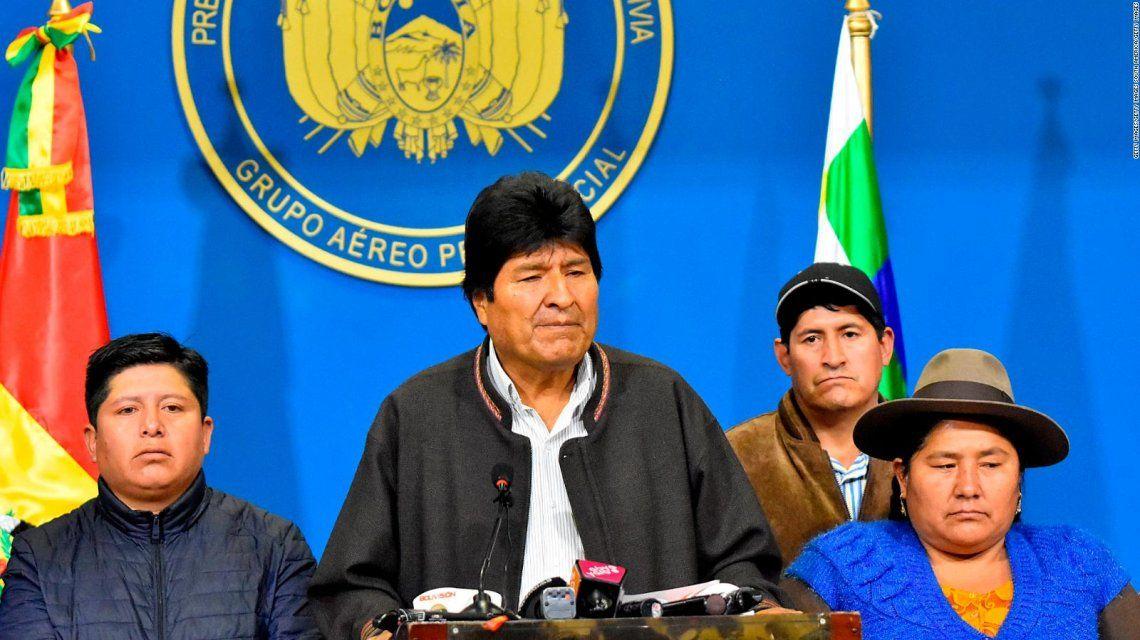 Evo Morales: Mesa y Camacho pasarán a la historia como racistas y golpistas