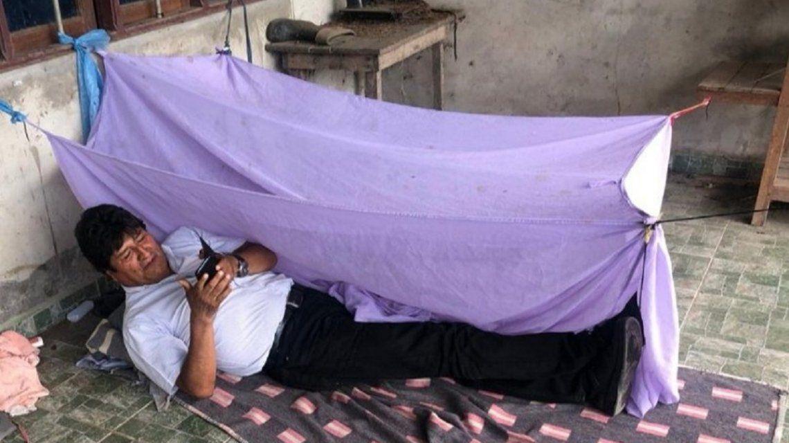 Evo Morales mostró cómo pasó su primera noche tras el golpe y confirmó que viaja a México