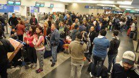Caos en Aeroparque y Ezeiza: 55 vuelos cancelados y más de 6 mil pasajeros afectados por un paro de despachantes
