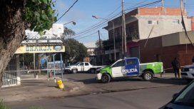 Hallan asesinada de 21 puñaladas y envuelta en sábanas a una mujer en Laferrere