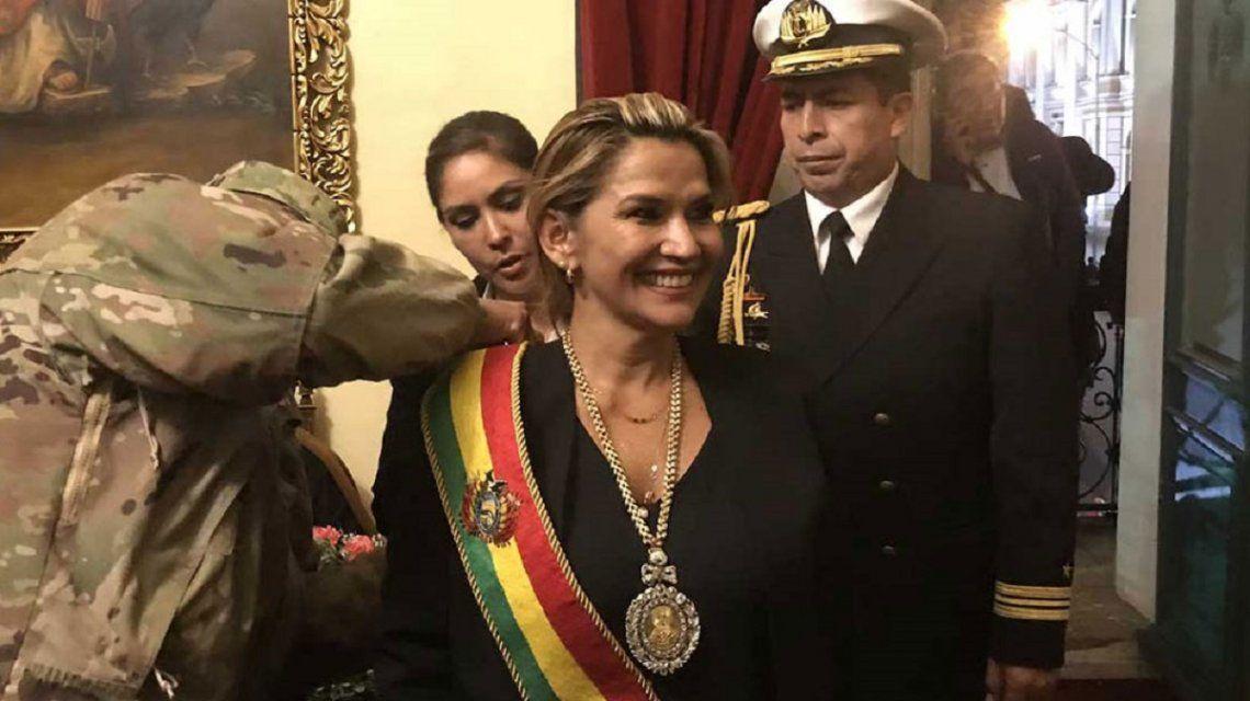 Se terminó de consumar el golpe de Estado: Jeanine Añez se autoproclamó presidenta