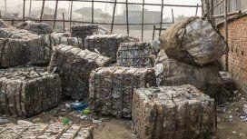 Chatarra, cartón y plásticos: los residuos peligrosos que el Gobierno autorizó a importar