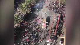 Manifestantes atacaron con piedras a un camión de Carabineros en una protesta