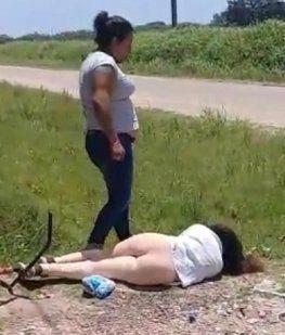 El viral más salvaje: una mujer molió a golpes a otra porque fue amante de su marido