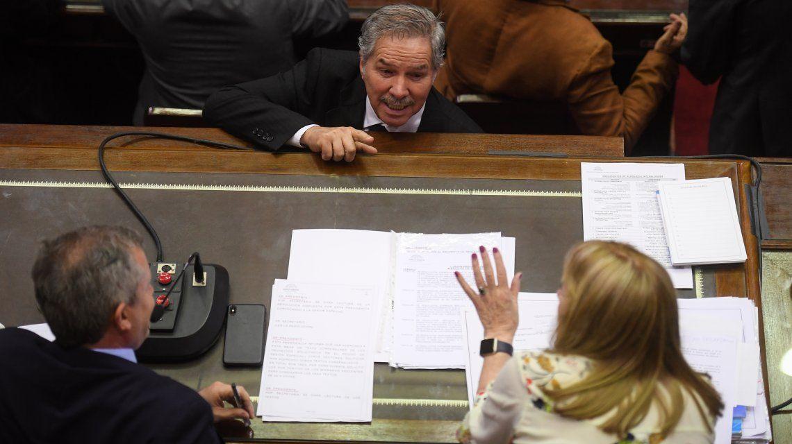 Felipe Solá dialoga con Emilio Monzó
