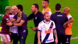 VIDEO: Un dirigente golpeó a la gran figura del Flamengo antes de la final con River