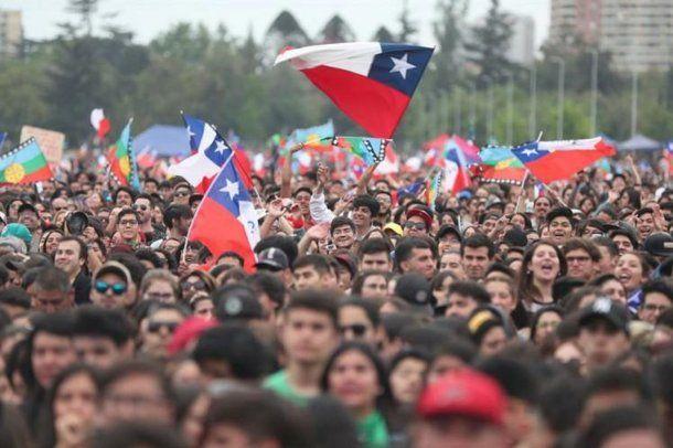 El Congreso acordó llamar a un plebiscito para cambiar la Constitución en Chile. Foto: KRA Diario