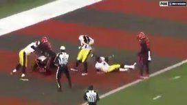 Una de las peleas más brutales de la NFL: le sacó el casco y lo golpeó en la cabeza