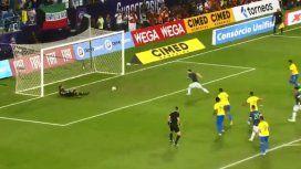 VIDEO: A Messi le atajaron un penal, pero convirtió el gol en el rebote ante Brasil