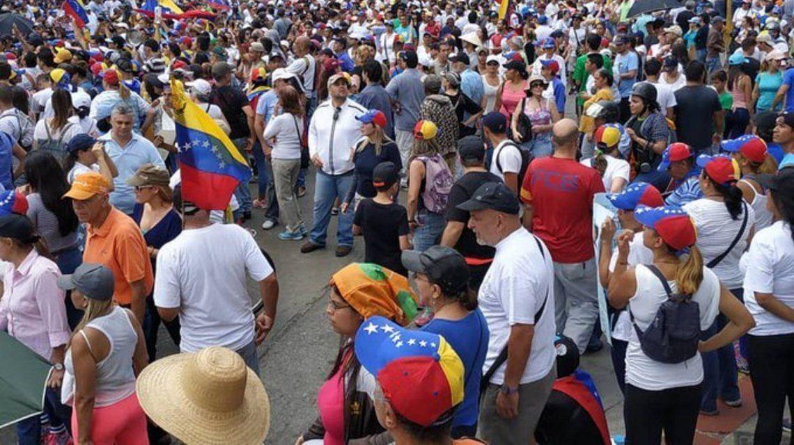 Venezuela: oficialismo y oposición se movilizaron este sábado en todo el país