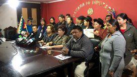 La diputada Sonia Brito en conferencia de prensa, acompañada por otros legisladores del MAS.