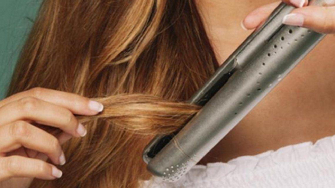 Una joven de 17 años murió electrocutada al intentar usar una planchita de pelo