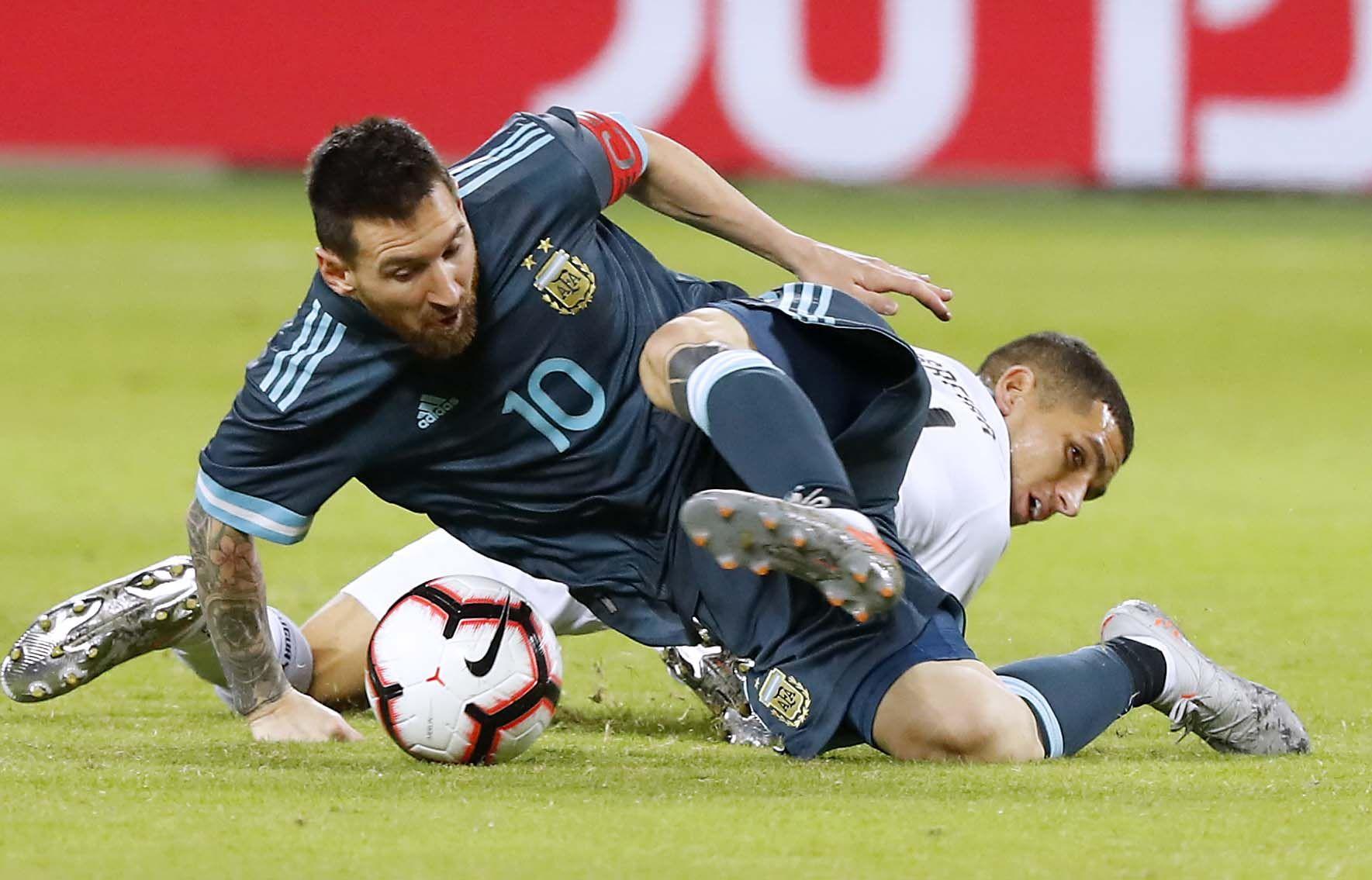 Con un gol de Messi sobre el final, Argentina empató con Uruguay