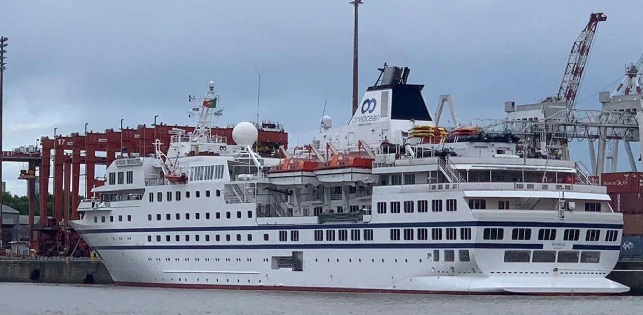Deuda millonaria y escándalo: el calvario de pasajeros y tripulantes de un crucero de lujo retenido en Buenos Aires