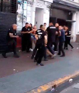 Brutal agresión de patovicas a mujeres a la salida de un boliche en Flores
