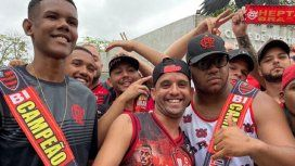 Festejo por adelantado: hinchas del Flamengo lucieron cotillón de campeones antes de la final