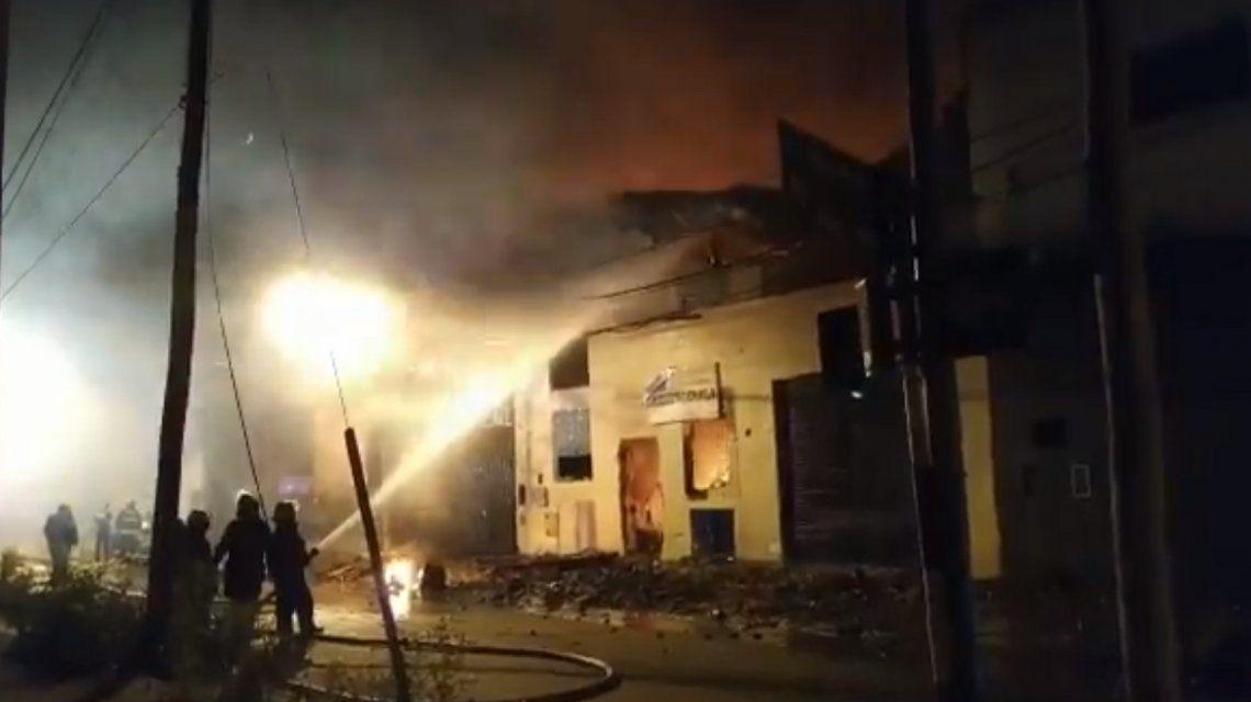 San Martín: un incendio destruyó un depósito de artículos de limpieza