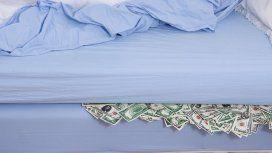 Los ahorros volvieron al colchón: en septiembre los depósitos en dólares cayeron casi un 20%