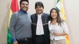 Evo Morales junto a sus dos hijos