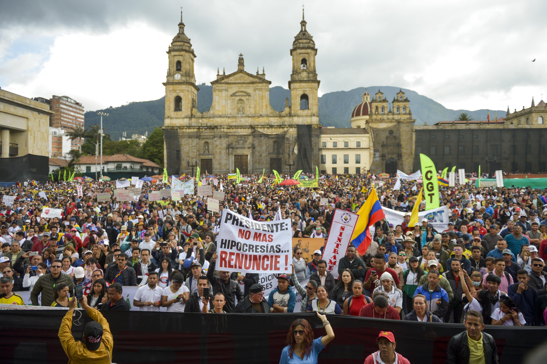 Reforma laboral, educación, seguridad y más: las causas de los cacerolazos en Colombia