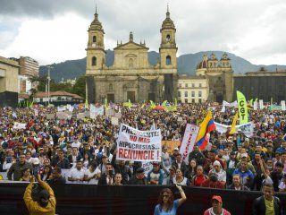 reforma laboral, educacion, seguridad y mas: las causas de los cacerolazos en colombia