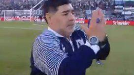 VIDEO: El conmovedor recibimiento de los hinchas de Gimnasia a Maradona