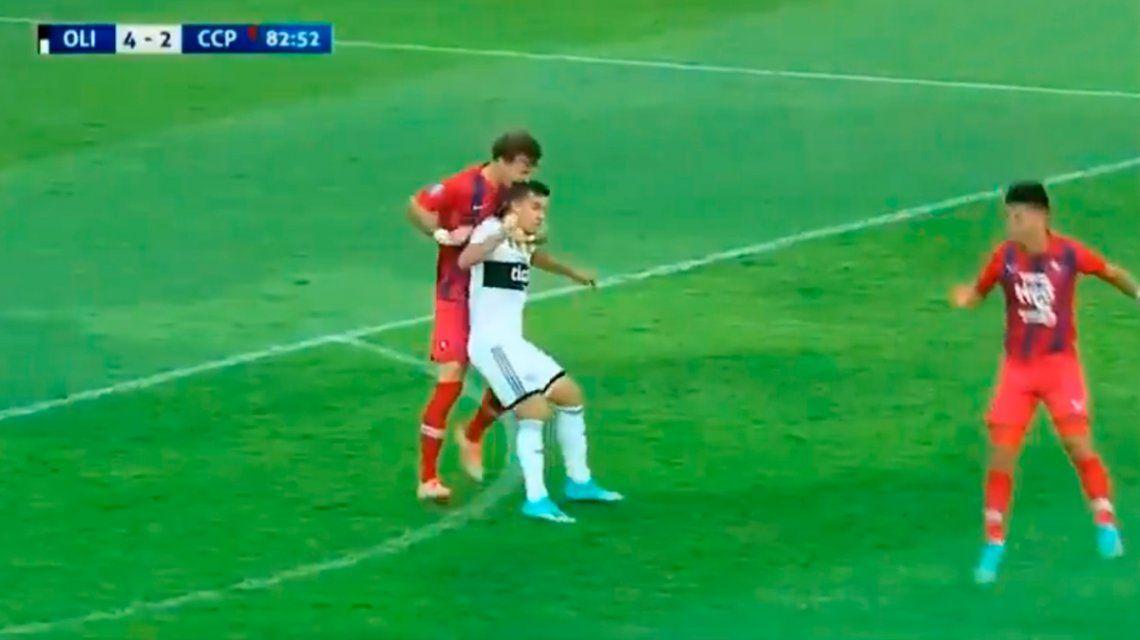 Fernando Amorebieta fue expulsado por morderle la cabeza a un rival en el clásico entre Olimpia y Cerro Porteño