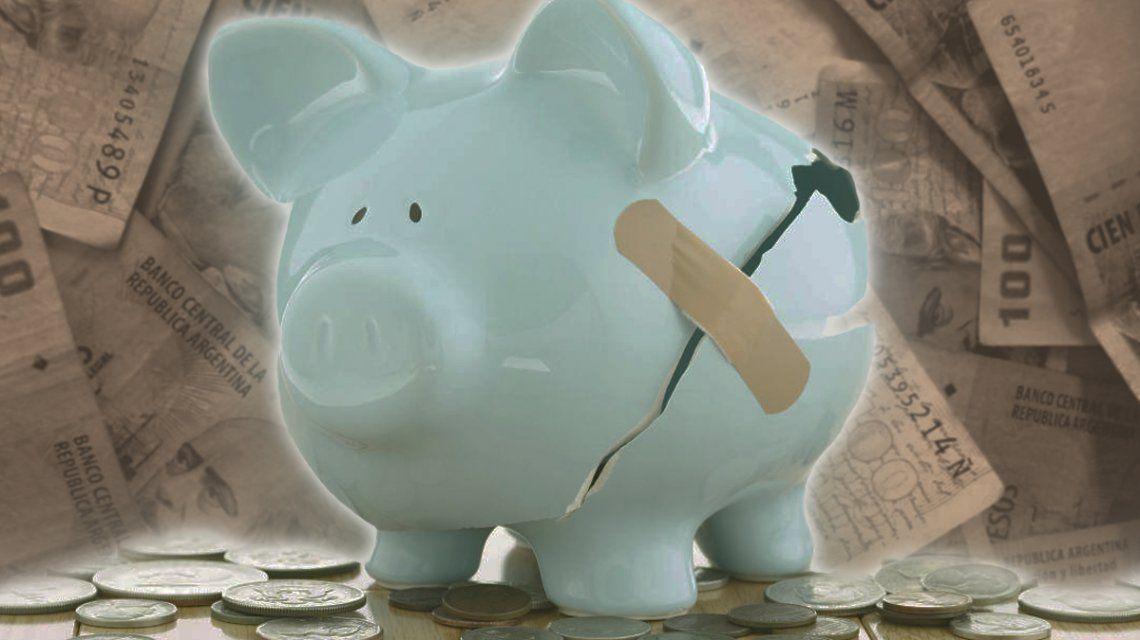 Más de la mitad de los argentinos adultos tiene deudas