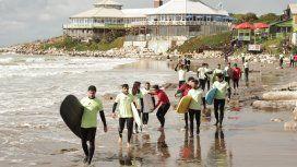 El deporte de moda: el boom del surf y los viajes para aprender