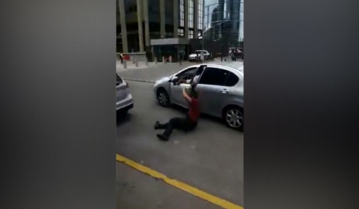 No quiso correr el auto, atropelló a un policía y se escapó