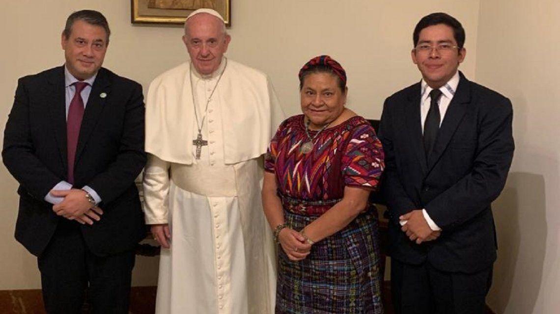 Guillermo Whpei con Papa Francisco y Rigoberta Menchú