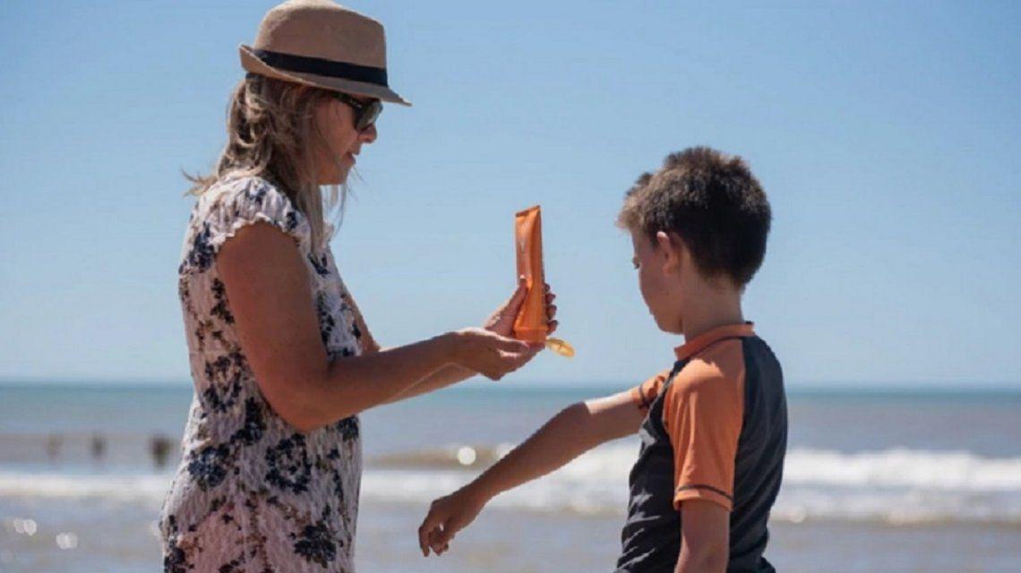 El precio de cuidar la piel: los protectores solares cuestan el doble que el verano pasado
