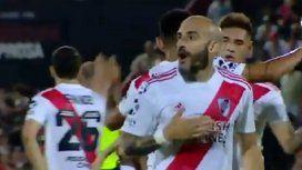 El repudiable gesto de Javier Pinola a la hinchada de Newells tras el triunfo de River