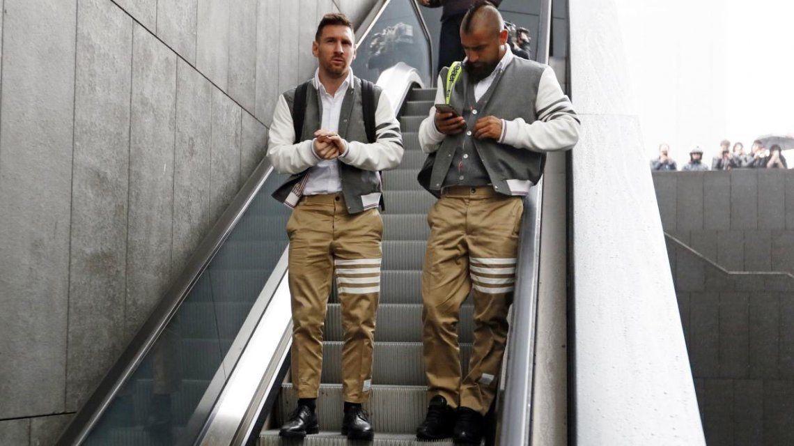 La llamativa indumentaria con la que Barcelona llegó a Madrid para jugar con el Atlético