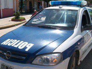 mataron a una joven de un balazo delante de su novio para robarles el auto