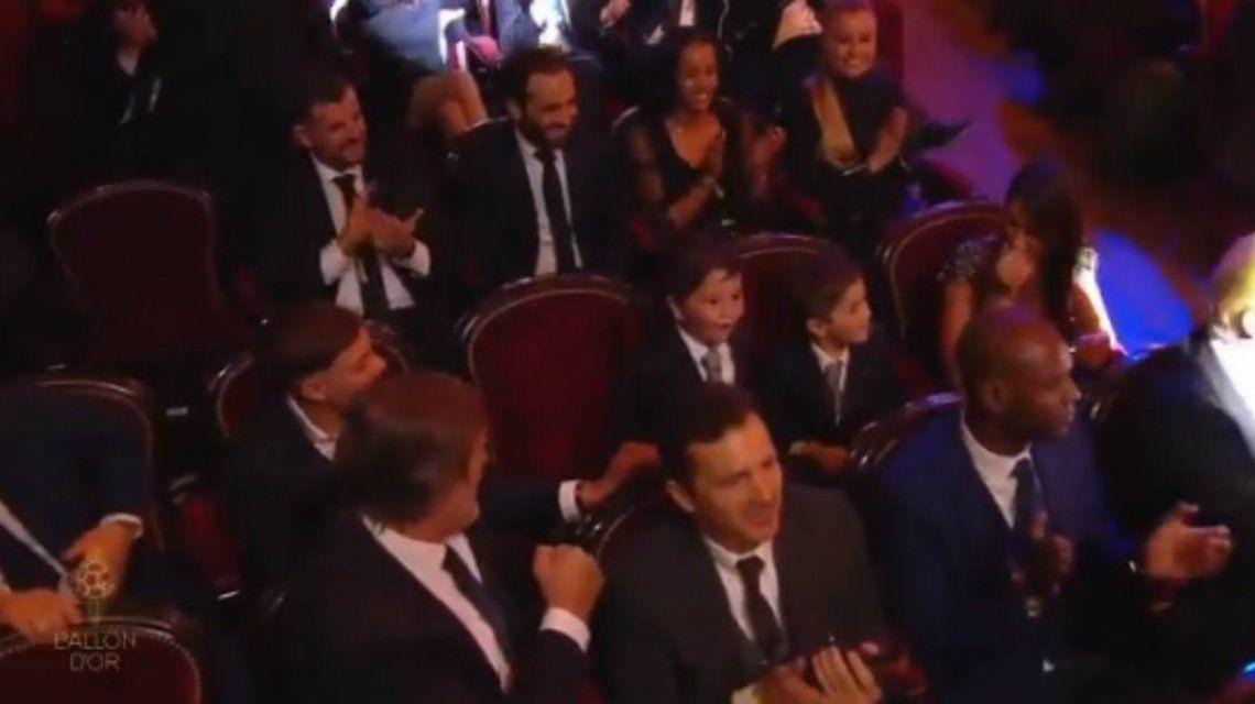 Descontrolado, Mateo Messi celebró el Balón de Oro y, de yapa, le mordió la oreja a Thiago