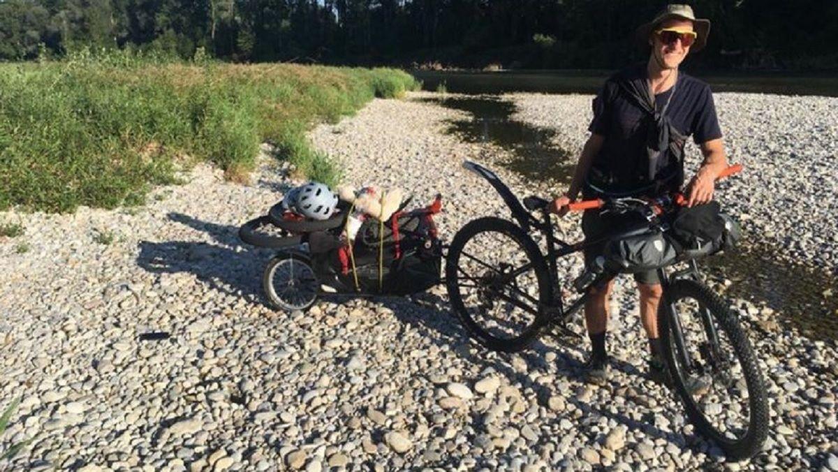 Un alemán llegó a Argentina para recorrer la cordillera en bici: le robaron todo en Neuquén
