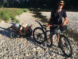 un aleman llego a argentina para recorrer la cordillera en bici: le robaron todo en neuquen