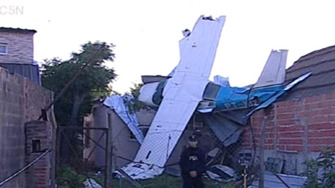 BS.AS.: Una avioneta se quedó sin nafta y cayó sobre una casa de San Fernando