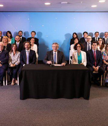 Con elogios para cada uno, Alberto Fernández presentó al Gabinete que lo acompañará