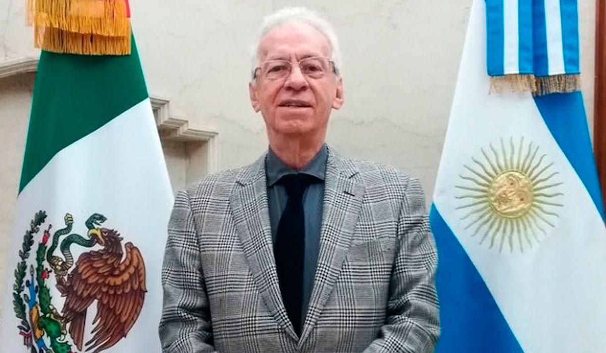 Acusan de abuso sexual a Óscar Valero, el ex embajador de México que se fue de Argentina por robar un libro