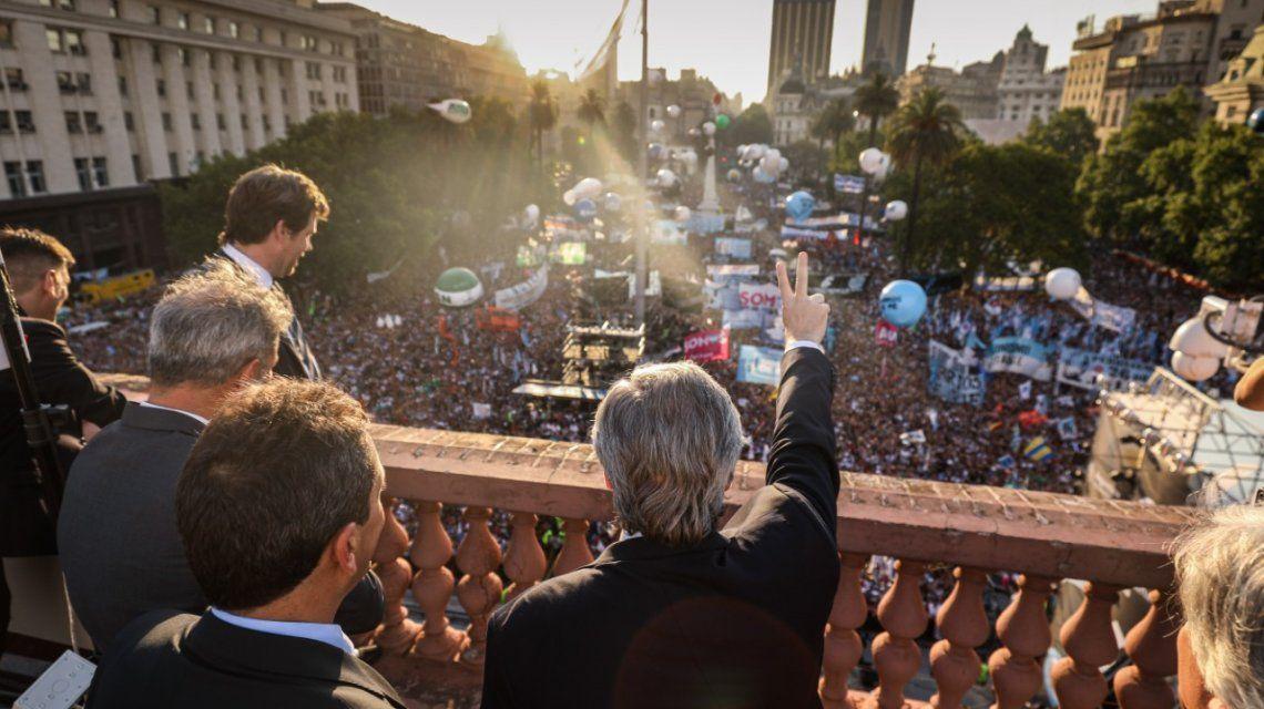 Una multitud colmó la Plaza de Mayo