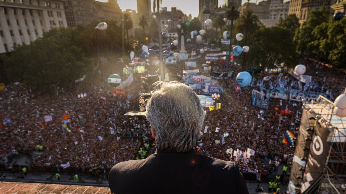 El presidente salió al balcón cuando tocaba su amigo Litto Nebbia